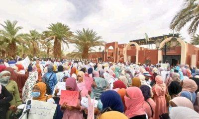 © DR   Sit-in des employés de l'éducation devant le siège de la wilaya d'Adrar en solidarité avec les neuf enseignantes agressées à Bordj Badji Mokhtar